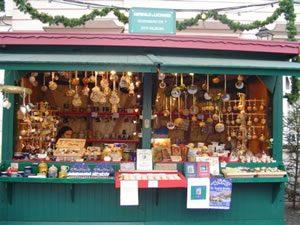 Handbemalte Christbaumkugeln.Weihnachtsmarkt Salzburg Am Mirabellplatz Aussteller